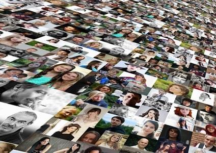 出会い系サイトに集まる人々